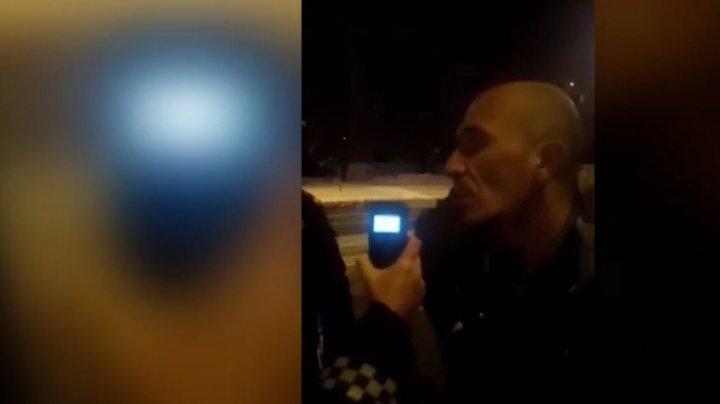 Beat criţă la volan: Un şofer din Capitală a luat peste capotă un pieton, cu o mașină furată (VIDEO)