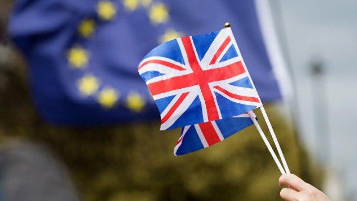 Parlamentarii britanici pregătesc o moţiune pentru a amâna BREXITUL