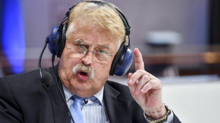 SCANDAL CU IZ DE ÎNȘELĂCIUNE. Eurodeputatul Elmar Brok lua bani de la cei care vizitau Parlamentul European