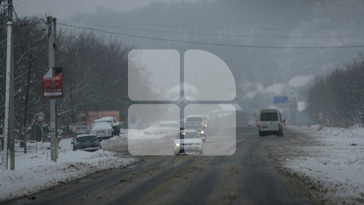 CEAŢĂ şi VIZIBILITATE REDUSĂ pe drumurile naţionale! Şoferii, AVERTIZAŢI să circule cu prudenţă