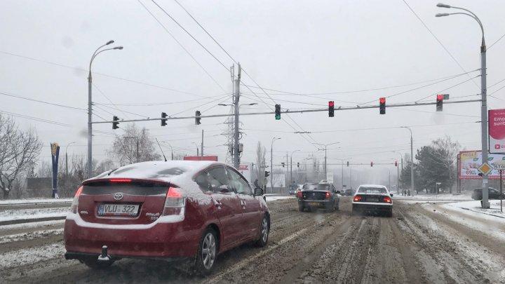 Avertisment pentru șoferi! Pot apărea probleme în trafic din cauza ninsorii