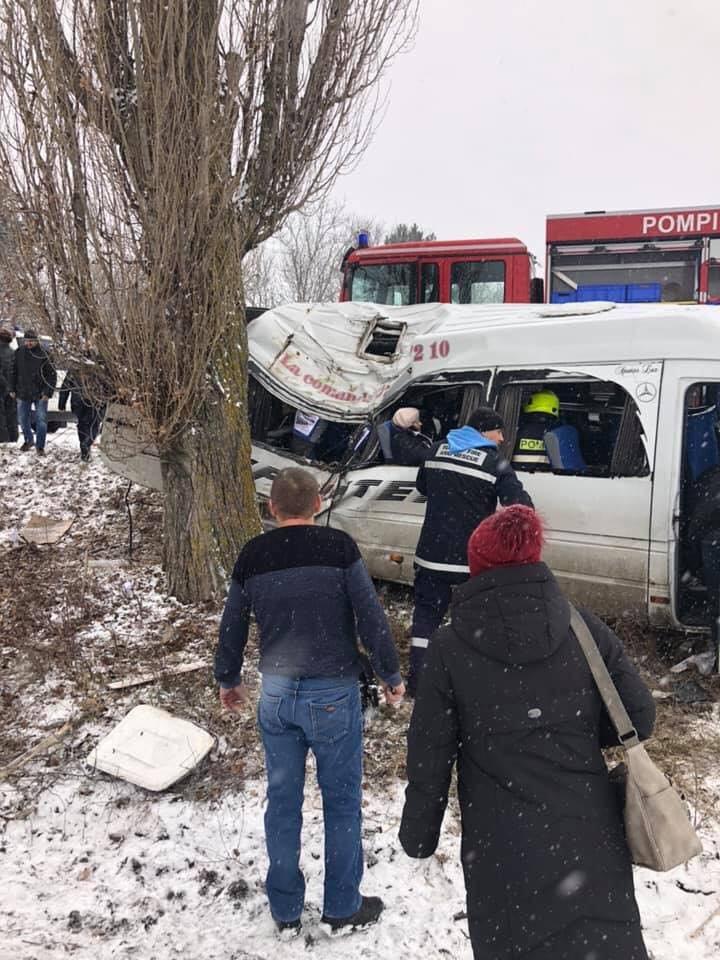 Accident grav în satul Bozieni. Un echipaj al pompierilor, la faţa locului (FOTO/VIDEO)