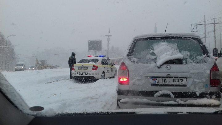 Gestul mărinimos al poliţiştilor de patrulare. Ce au făcut când au vazut un şofer cu probleme în centrul Capitalei