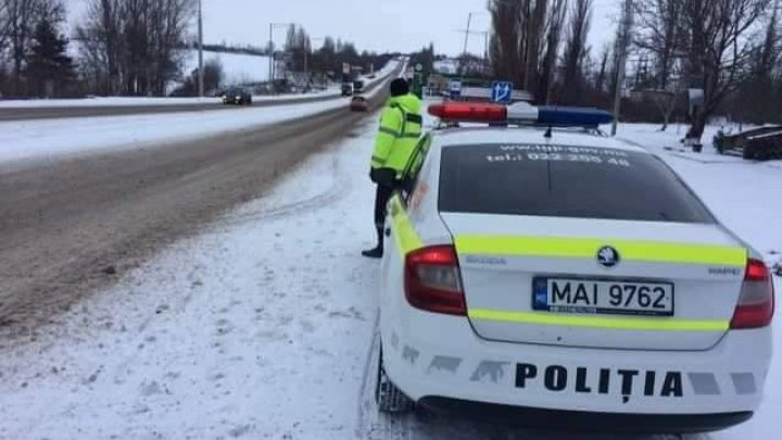 Atenţie, şoferi! Mai mulţi ofiţeri de patrulare au ieşit în stradă după Crăciun pentru a preveni ambuteiajele la intrările în Capitală