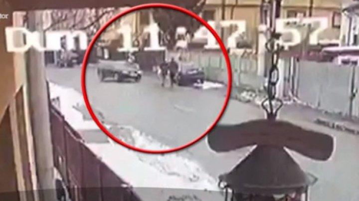 Un bărbat, reținut după ce a călcat-o INTENȚIONAT cu maşina pe soacra lui