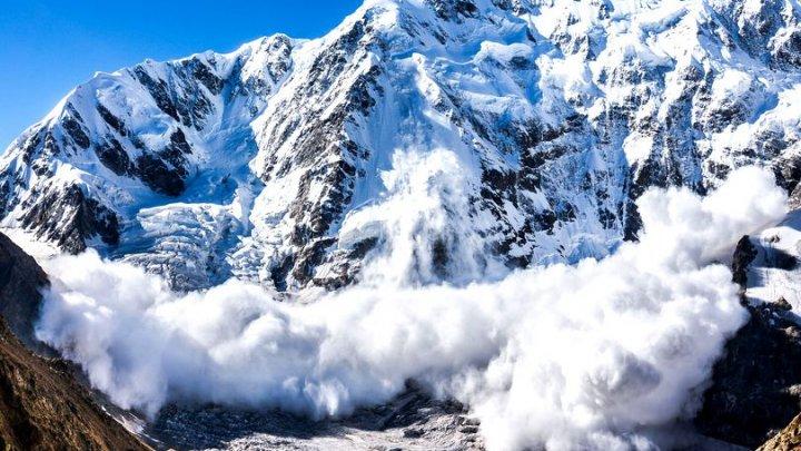 ATENŢIE! Risc mare de avalanşă în munţii Făgăraş