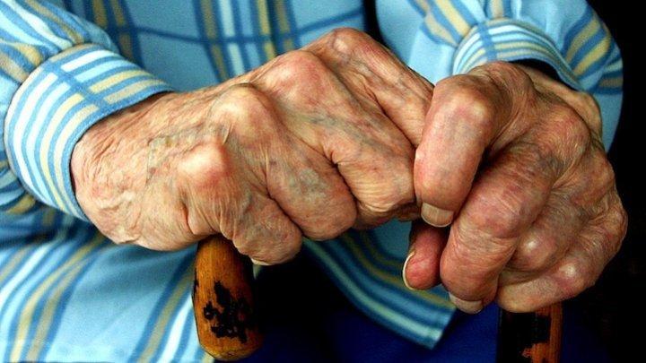 """""""Bătrâneţe, haine grele"""". Bâtrânii din UE, mai săraci de la an, la an"""
