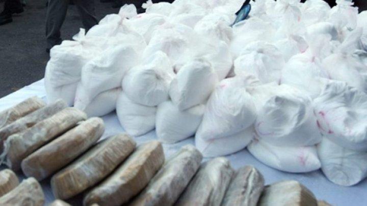 OPERAŢIUNE DE AMPLOARE: 1,2 tone de cocaină, confiscate dintr-un container cu banane