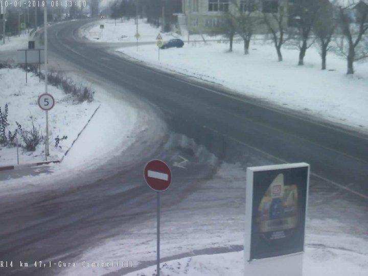 NINGE în mai multe localități din țară. Cum se circulă pe drumurile naționale (FOTO)