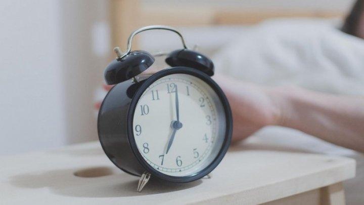 Dormi mai puţin de şase ore pe noapte? La ce riscuri te expui