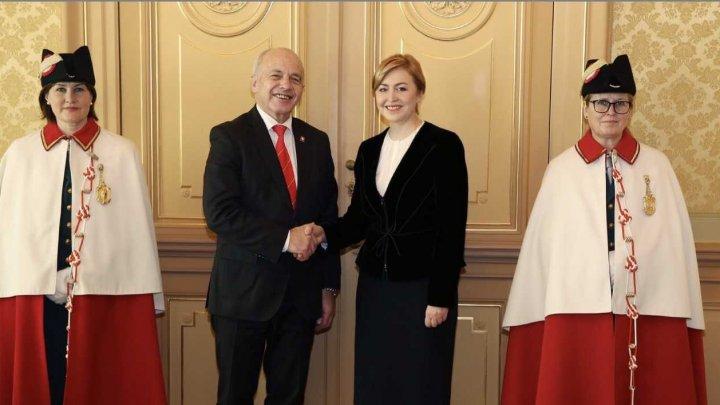 Ambasadorul Oxana Domenti a prezentat scrisorile de acreditare Preşedintelui Elveţiei