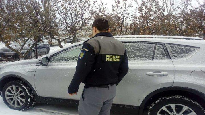 O maşină FURATĂ din Italia a fost descoperită la frontiera cu România. Şoferul, nedumerit de cele întâmplate