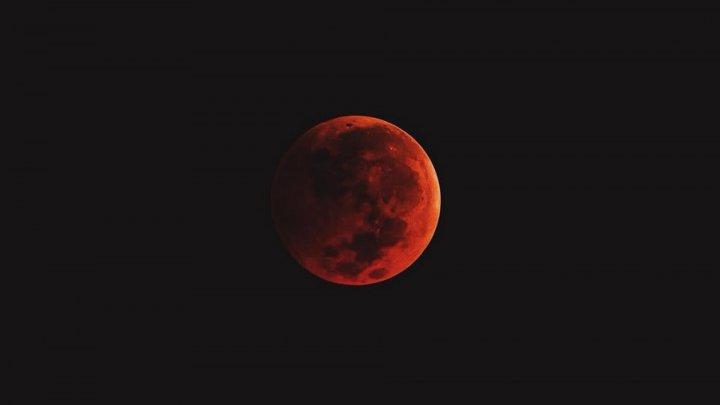 Eclipsă totală de Lună, pe 21 ianuarie 2019. Va fi vizibilă de pe trei continente
