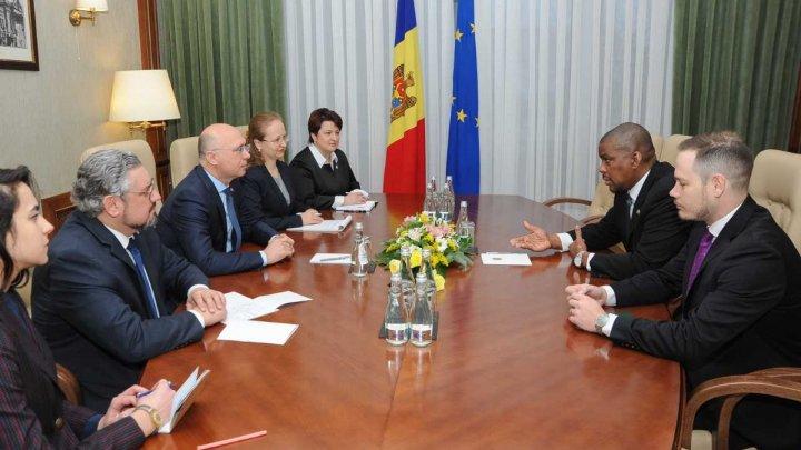 Discuţii privind desfășurarea procesului electoral în ţara noastră. Premierul Filip s-a întâlnit cu ambasadorul SUA în Moldova