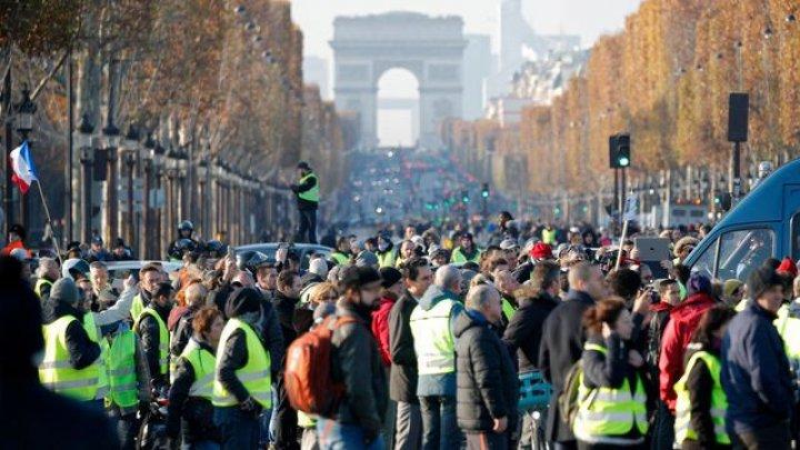 Noi violenţe la protestul vestelor galbene în Paris: Manifestanţii au spart vitrinele mai multor magazine de pe Champs Elysee