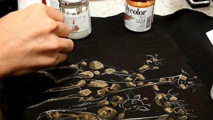Transformă o haină obişnuită într-un adevărat trend vestimentar. Creațiile unui tinere designer din Moldova ajung în mai multe ţări ale lumii