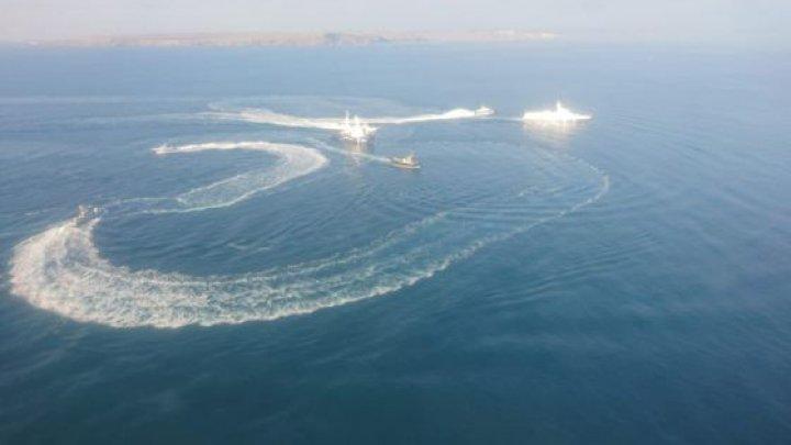 Două nave au luat foc în largul Strâmtorii Kerci din Marea Neagră (VIDEO)
