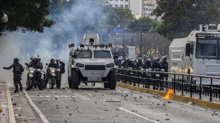 Caracas: Autorităţile locale au reţinut MAI MULŢI jurnalişti spanioli