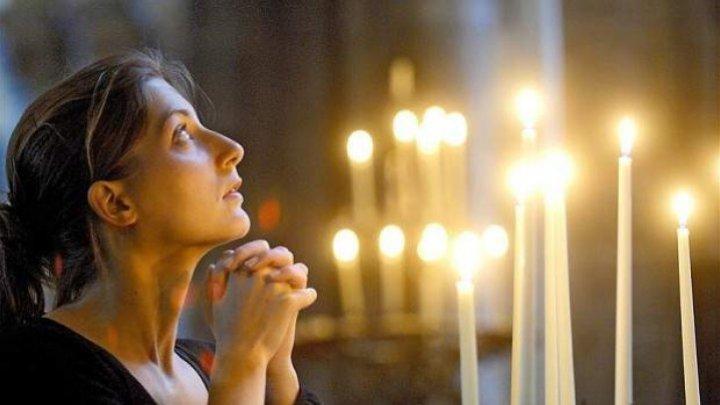 RUGĂCIUNE ONLINE, CU PAPA: Catolicii au la dispoziţie o aplicaţie pentru telefon