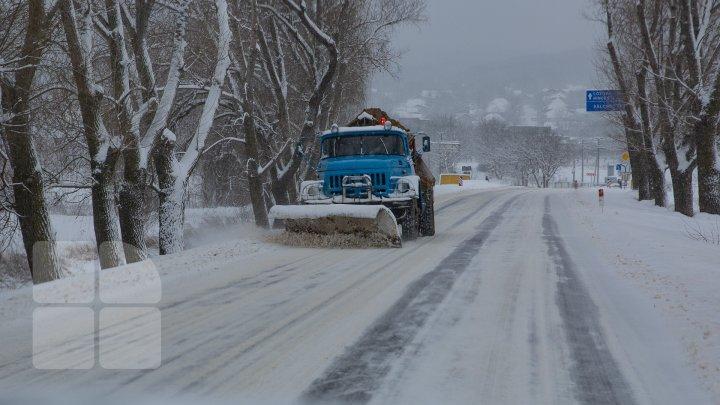 URGIE ALBĂ PESTE MOLDOVA. Sute de drumari și mii de polițiști monitorizează starea drumurilor din țară