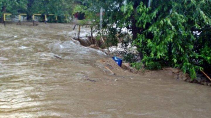 INUNDAŢII SEVERE ÎN PARAGUAY. Peste 40 de mii de oameni au fost evacuaţi