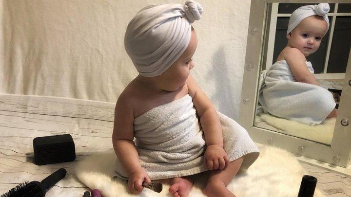 O mamă îşi machiază fetiţa de 11 luni pentru a o transforma într-un adevărat model pe reţelele de socializare (GALERIE FOTO)