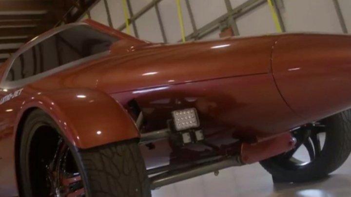 Avion transformat în limuzină. Un pasionat de maşini a creat o adevărată bijuterie pe patru roţi (VIDEO)