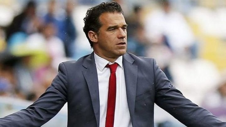 Clubul spaniol Villarreal l-a demis pe antrenorul Luis Garcia Plaza