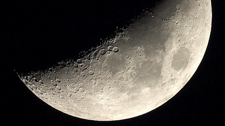Partea îndepărtată a Lunii va fi explotată. O sondă chineză cu seminţe de plante şi ouă de viermi de mătase a aselenizat