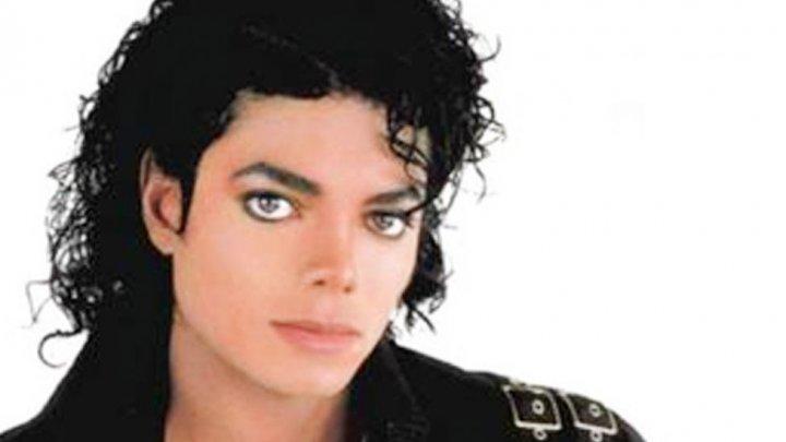 Un fan al Regelui muzicii pop: Am cheltuit 30 DE MII de dolari pe operații estetice (FOTO)