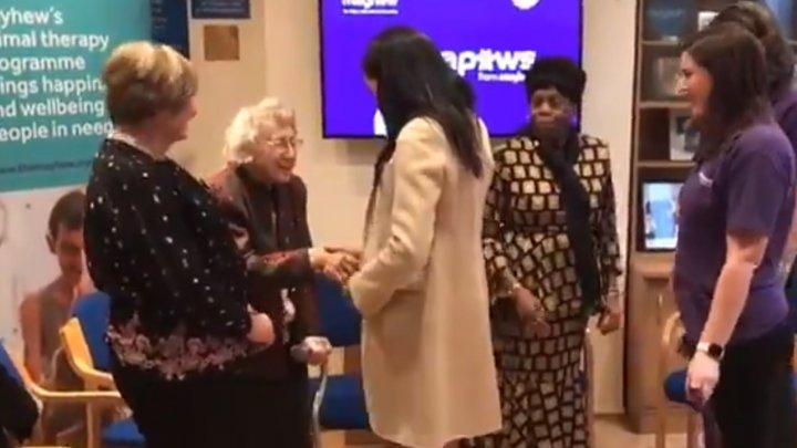 Reacția ducesei Meghan Markle după ce o femeie i-a spus că e o doamnă grasă (VIDEO)