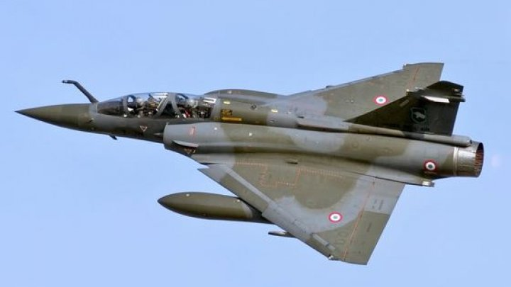 Căutările celor doi piloţi aflaţi la bordul avionului dispărut în Franţa, continuă