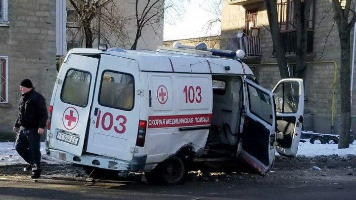 O ambulanță din Tiraspol s-a CIOCNIT VIOLENT cu o mașină. Medicul și felcerul s-au ales cu traume grave (FOTO)