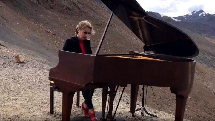 Spectacol nemaivăzut! A susținut un concert de pian la 5.000 de metri altitudine (VIDEO)