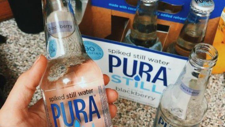 Apa de la care TE ÎMBEŢI. Cât costă o sticlă de apă cu ALCOOL