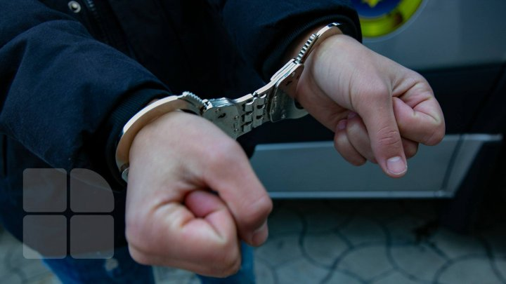 EXCLUSIV: Bărbatul, care a atacat procurorul din Hânceşti, a fost reţinut: Riscă dosar penal pentru tentativă de omor