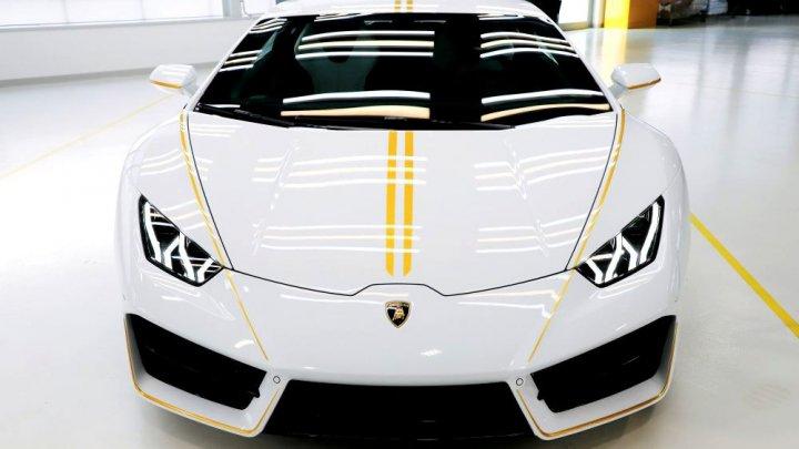 ZECE DOLARI pentru un Lamborghini în ediţie limitată, BINECUVÂNTAT de Papa Francisc