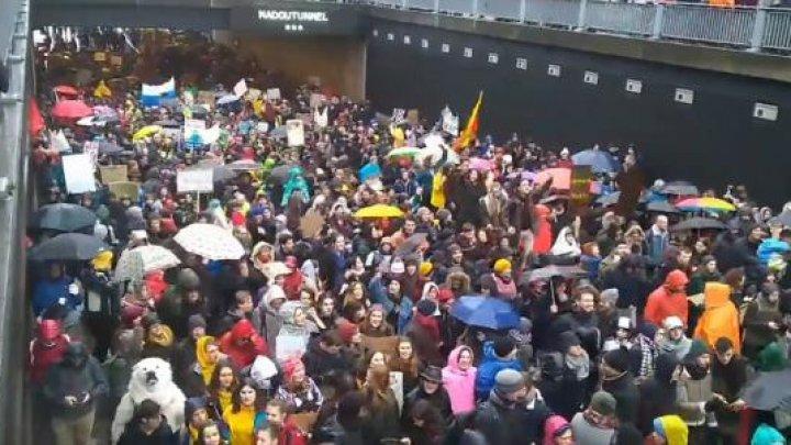 Marşul european pentru climă: 70 de MII de oameni au traversat Bruxelles-ul