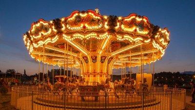 Caz tragic într-un parc de distracţii: Un român A MURIT după o lovitură la cap de un carusel