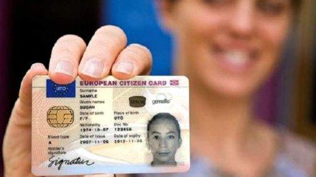Cărţile de identitate ale cetăţenilor români se modifică. Cum vor arăta noile buletine