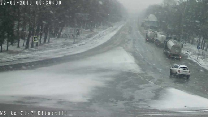 ATENȚIE ȘOFERI! Cod galben de ninsori și lapoviță. Cum se circulă la această oră pe drumurile din țară (GALERIE FOTO)