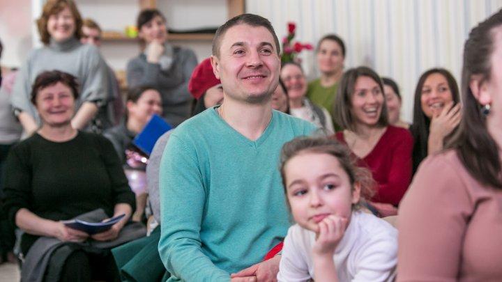 """Fapte bune la Nisporeni. Vlad Plahotniuc a vizitat grădinița renovată """"Povestea"""""""