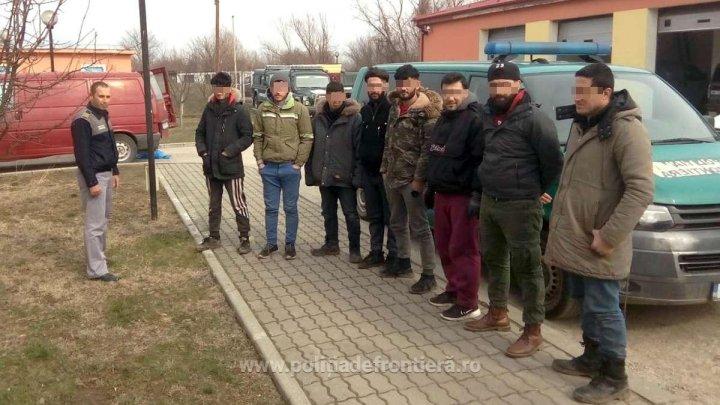 Mai mulţi SIRIENI înghesuiţi într-un microbuz au vrut să intre ILEGAL în România (VIDEO)