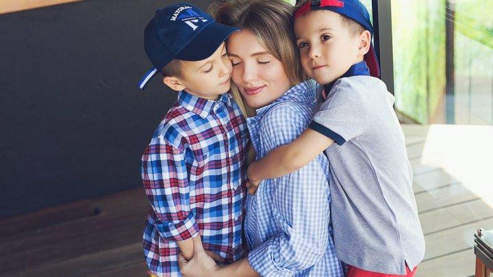 O NOUĂ ŞANSĂ pentru micuţul Damian. Soţii Manciu au colectat bani pentru operaţia fiului lor