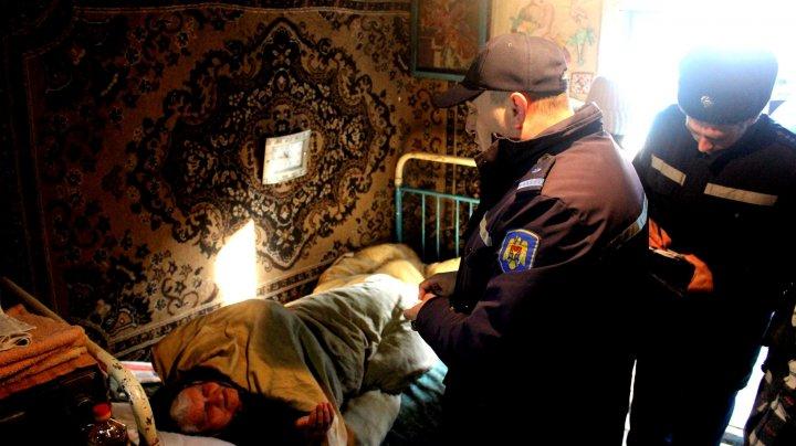 O CASĂ PROTEJATĂ, O VIAŢĂ SALVATĂ! Pompierii au instalat detectoare de fum în 30 de gospodării din satul Ciorescu și Goian (FOTO)