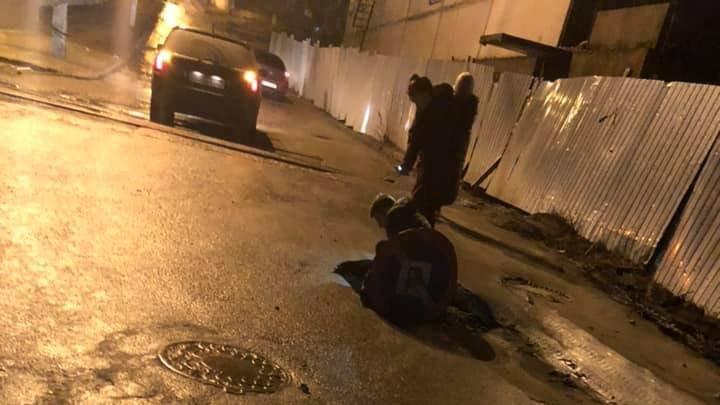 Un CRATER URIAȘ a apărut pe strada Uzinelor din Capitală (FOTO)