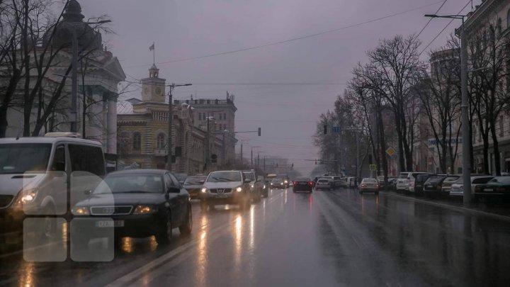 InfoTrafic: Precipitații sub formă de lapoviță. Unde se circulă cu dificultate în Capitală