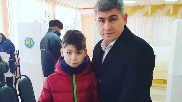 Alexandru Jizdan împreuna cu băieții săi a mers la vot: Generații de oameni aleg astăzi calea viitorului țării noastre (FOTO)