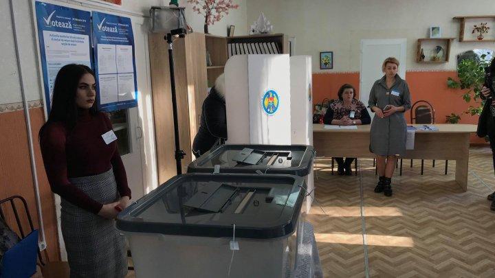 PDM a sesizat CEC despre faptul că PSRM oferă bani pentru participarea la votare în secțiile constituite pentru alegătorii din stânga Nistrului