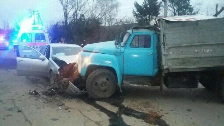 ACCIDENT GRAV la Soroca. Un tânăr, transportat de urgenţă la spital (FOTO)